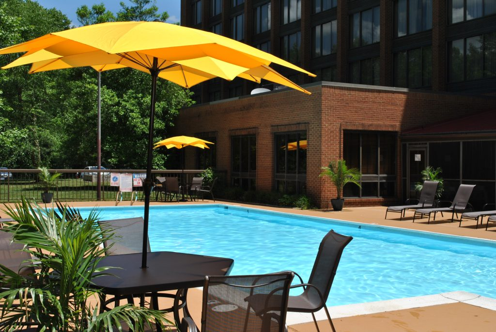 Hotels listing williamsburg va hotels for Pool garden resort argao